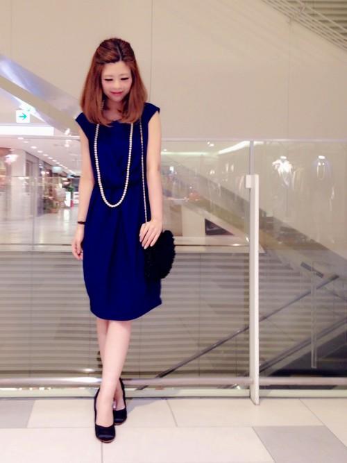 ブルーのドレス万能色参考コーディネート画像2