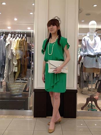 グリーンのドレス万能色参考コーディネート画像1 Spick and Spanショップスタッフ