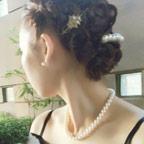 結婚式のアクセサリーを使ったオシャレコーデのコツとマナー記事のアイキャッチ