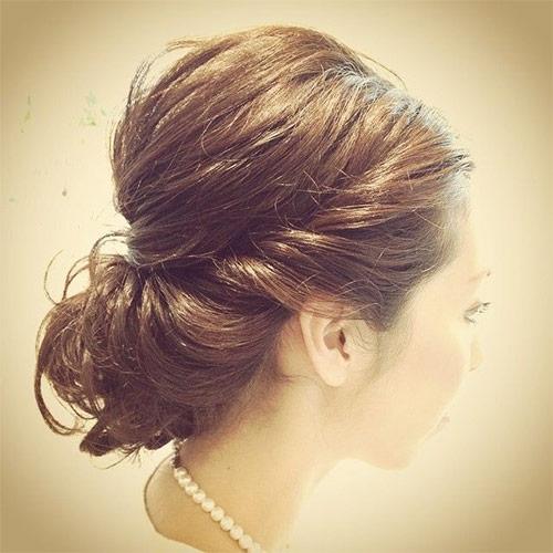 結婚式の髪型で人気の簡単ヘアアレンジ「くるりんぱ」。 くるりんぱはできるけど、もっと可愛くしたい♪ でも、編み込みは苦手。。。  そんなときは「くるりんぱ×