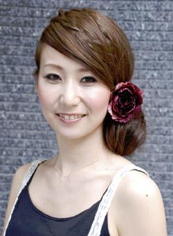自分で簡単にできる髪型 ロングヘアのハーフアップサイドまとめ髪アレンジ4-2-1