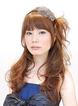 自分で簡単にできる髪型 ロングヘアのハーフアップサイドまとめ髪アレンジ4-3-1