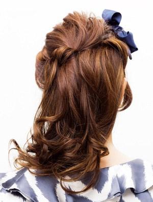自分で簡単にできる髪型 ロングヘアのハーフアップねじりアレンジ3-2-3