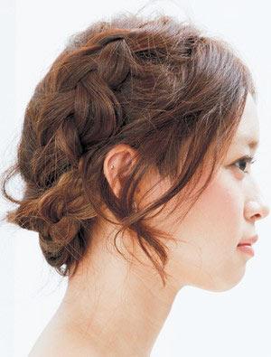 自分でできる髪型 ロングヘアの編み込みアップスタイル1-1-2