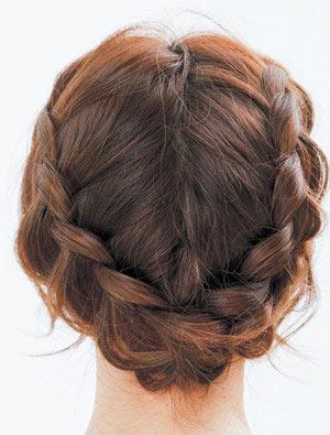 自分でできる髪型 ロングヘアの編み込みアップスタイル1-1-3