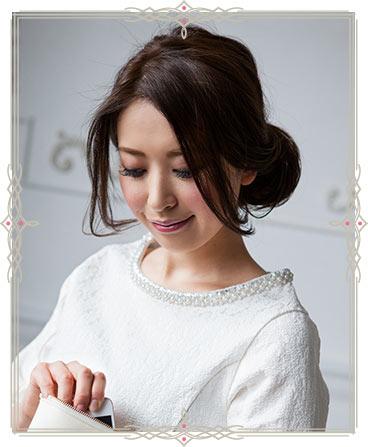 自分でできる髪型 ロングヘアのお団子アップスタイル2-1-1