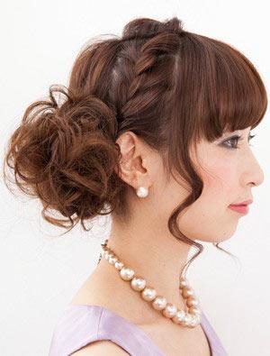 自分でできる髪型 ロングヘアのお団子アップスタイル2-6-2