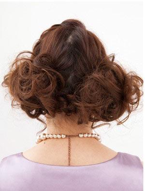 自分でできる髪型 ロングヘアのお団子アップスタイル2-6-3