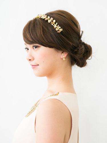 自分でできる髪型 ロングヘアのお団子アップスタイル2-8-2