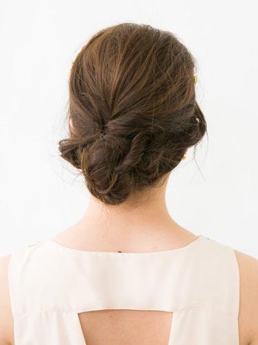 自分でできる髪型 ロングヘアのお団子アップスタイル2-8-3