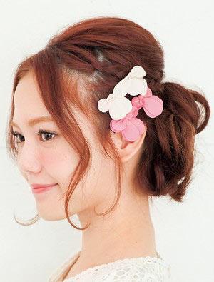 自分でできる髪型 ロングヘアのお団子アップスタイル2-9-2