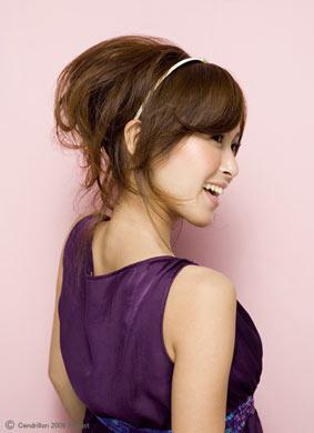 自分でできる髪型 ロングヘアのポニーテールアップスタイル3-8-1