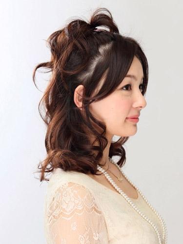 自分でできる髪型 ミディアムヘアねじるハーフアップスタイル2-9-2