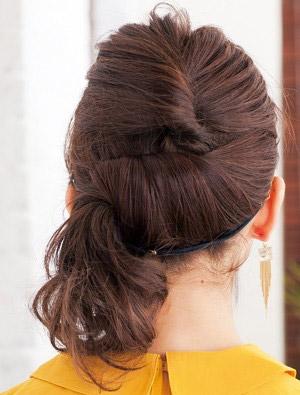 自分でできる髪型 ミディアムヘアねじるハーフアップスタイル3-5-3