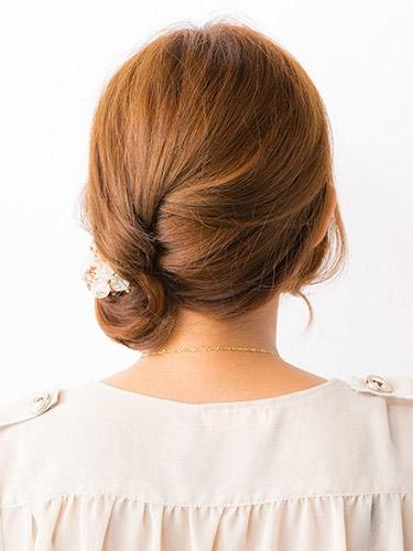 自分でできる髪型 ミディアムヘアねじるハーフアップスタイル3-7-3