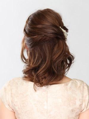自分でできる髪型 ミディアムヘアねじるハーフアップスタイル3-8-3