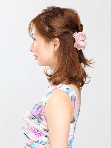 自分でできる髪型 ミディアムヘアねじるハーフアップスタイル2-1-2