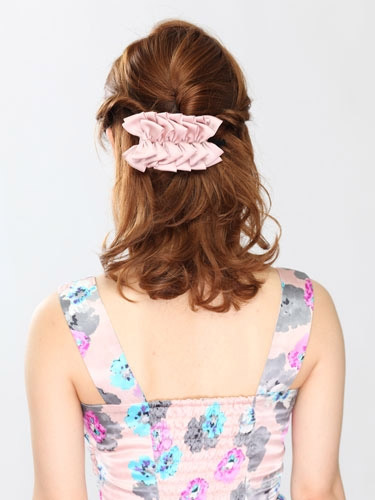 自分でできる髪型 ミディアムヘアねじるハーフアップスタイル2-1-3
