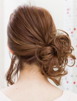 自分でできる髪型 ミディアムヘアのサイドにまとめるハーフアップスタイル3-1-2