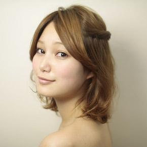 自分でできる髪型 ミディアムヘアねじるハーフアップスタイル2-3-1