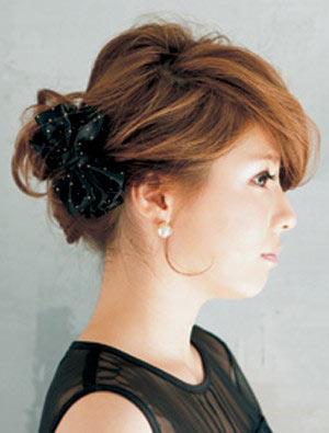 自分でできる髪型 ミディアムヘアねじるアップスタイル12-2