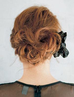 自分でできる髪型 ミディアムヘアねじるアップスタイル12-3