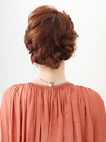 自分でできる髪型 ミディアムヘアねじるアップスタイル2-3-3