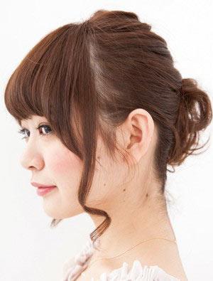 自分でできる髪型 ミディアムヘアねじるアップスタイル2-4-2