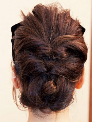 自分でできる髪型 ミディアムヘアねじるアップスタイル2-7-3