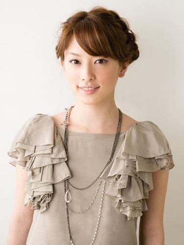 自分でできる髪型 ミディアムヘアねじるアップスタイル2-10-1