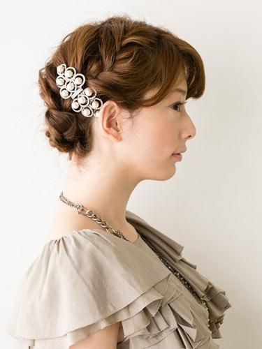 自分でできる髪型 ミディアムヘアねじるアップスタイル2-10-2