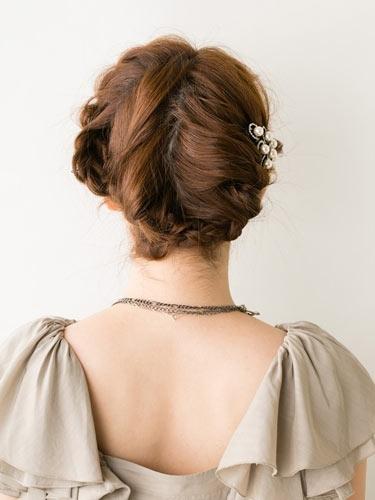 自分でできる髪型 ミディアムヘアねじるアップスタイル2-10-3