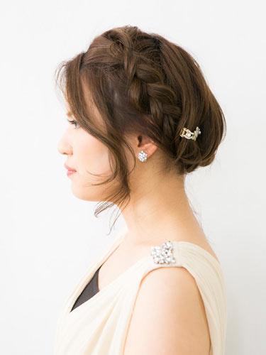 自分でできる髪型 ミディアムヘアねじるアップスタイル2-11-2