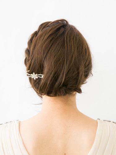 自分でできる髪型 ミディアムヘアねじるアップスタイル2-11-3