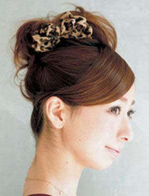 自分でできる髪型 ミディアムヘアポニーテールアップスタイル3-5-2