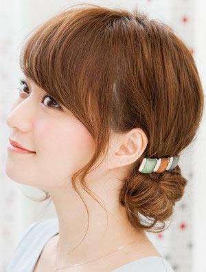 自分でできる髪型 ミディアムヘアねじるアップスタイル3-1