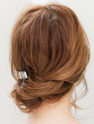 自分でできる髪型 ミディアムヘアねじるアップスタイル3,3