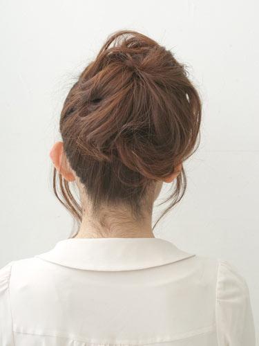 自分でできる髪型 ミディアムヘアポニーテールアップスタイル3-7-3