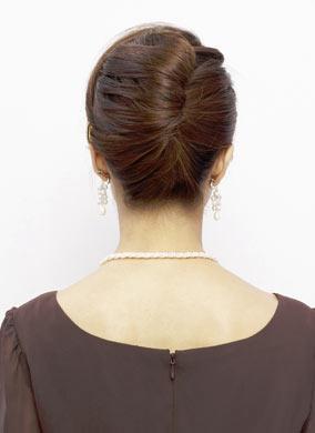 自分でできる髪型 ミディアムヘア夜会巻きアップスタイル4-2-3