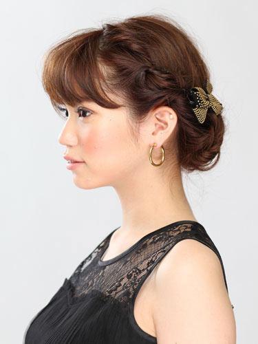 自分でできる髪型 ミディアムヘアねじるアップスタイル5-2
