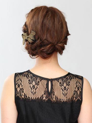 自分でできる髪型 ミディアムヘアねじるアップスタイル5-3
