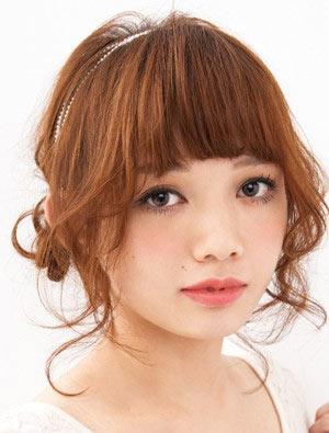 自分でできる髪型 ミディアムヘアねじるアップスタイル6-1