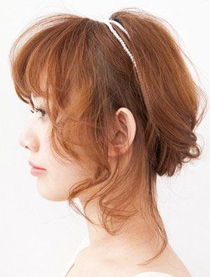 自分でできる髪型 ミディアムヘアねじるアップスタイル6-2