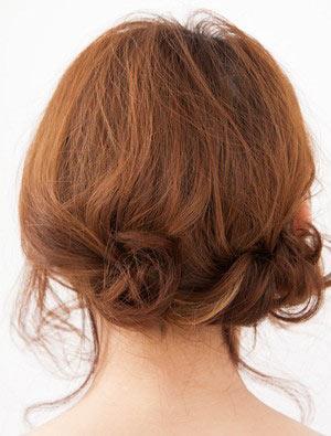 自分でできる髪型 ミディアムヘアねじるアップスタイル6-3