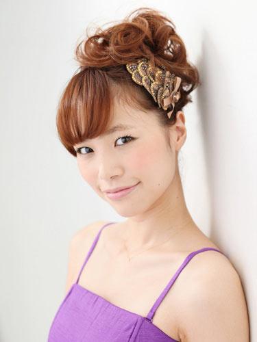 自分でできる髪型 ミディアムヘアねじるアップスタイル9-1