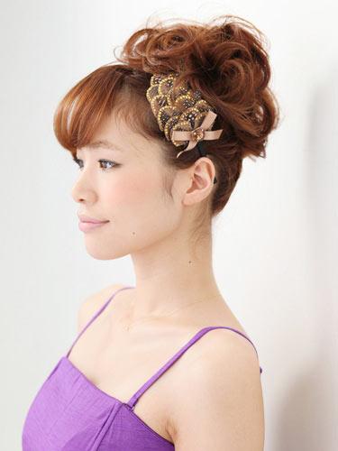 自分でできる髪型 ミディアムヘアねじるアップスタイル9-2