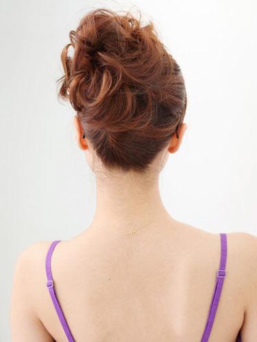 自分でできる髪型 ミディアムヘアねじるアップスタイル9-3