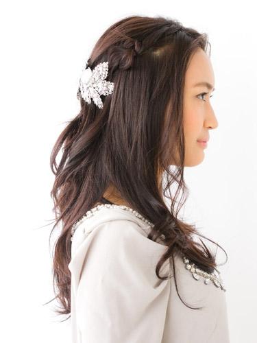 自分でできる髪型 セミロングヘアの編み込みハーフアップスタイル3-1-2