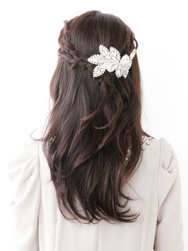 自分でできる髪型 セミロングヘアの編み込みハーフアップスタイル3-1-3