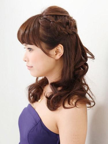 自分でできる髪型 セミロングヘアの編み込みハーフアップスタイル3-2-2